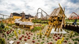 Energylandia gotuje się na jesień. 70 ton dyń, 7 tysięcy kwiatów i setki innych scenografii
