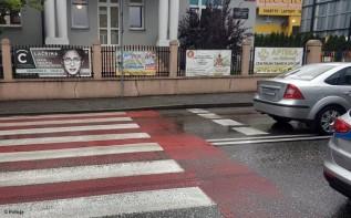 Na przejściu dla pieszych na ulicy Sobieskiego w Kętach senior potrącił samochodem przechodzącą przez jezdnię kobietę.