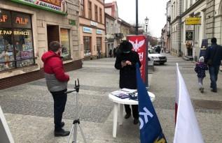Konfederacja szukała podpisów w Wadowicach. Co chcą w ten sposób zmienić?