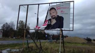 Reklama wyborcza Mateusza Klinowskiego na działkach w Choczni