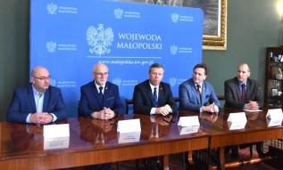 W poniedziałek podpisano umowy na przekazanie terenów pod Wieliczką