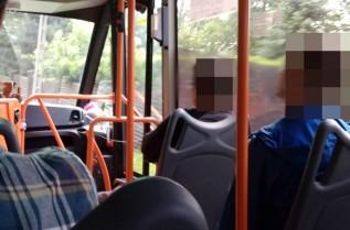 Użytkwonicy busów w Andrychowie nie zakładają maseczek w czasie jazdy