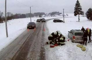 Mężczyzna zasłabł za kierownicą. Strażacy próbowali go ratować