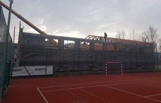 Mury nowej sali gimnastycznej już stoją. Kiedy dzieciaki będa mogły korzystać?