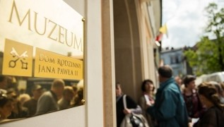 """Muzeum papieskie w Wadowicach zachęca do akcji: """"Cała Polska śpiewa Barkę"""""""