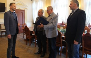 Marcin Putyra po lewej nowym dyrektorem MOSKiTu