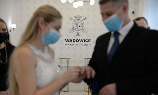 Nowe, osobliwe zjawisko w Wadowicach w czasie pandemii. Coraz więcej ślubów cywilnych