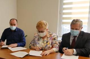 Umowę z wykonawcą władze Powiatu Wadowickiego podpisały 26 listopada 2020r.