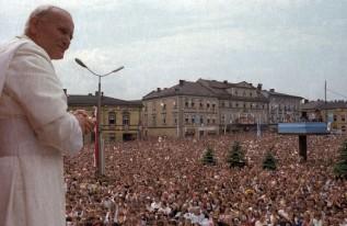 Od ćwierć wieku Jan Paweł II patronem wadowickiego rynku