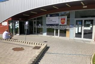 Ostatnie dni pracy punktu szczepień w Kalwarii. Uczniowie odzyskają halę sportową