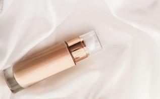 Piękno ukryte w prostocie – oto 3 produkty, których nie może zabraknąć w Twojej kosmetyczce