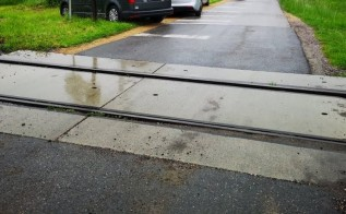 PKP rozpoczyna likwidację przejazdów kolejowych na linii 117. Jedyne wyjście to rogatki na kłódkę