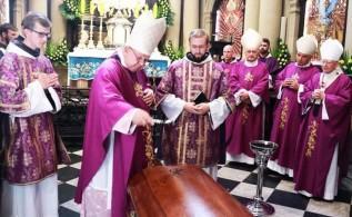 Po pogrzebie w Kalwarii Zebrzydowskiej koronawirus wśród księży