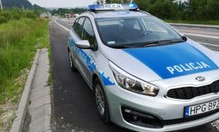 Policjant znalazł portfel na drodze w Brodach. W środku były pieniądze