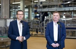 Mateusz Morawiecki i Krzysztof Pawiński na spotkaniu w zakładach Maspeksu w Łowiczu