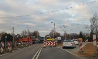 Przejazd kolejowy zamknięty, ruch wahadłowy