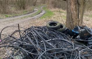Odpady przy ścieżce rowerowej Spytkowice
