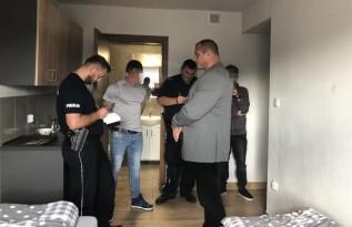 Mariusz Pudzianowski w czasie interwencji policji w andrychowskim hotelu