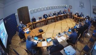 Rada Wadowic za absolutorium dla burmistrza. Szef opozycji obciążony samowolą budowlaną