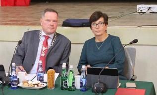 Przewodniczący Krzysztof Kubień i wiceprzewodnicząca Alicja Studniarz stracili dzisiaj swoje funkcje w Radzie Miejskiej w Andrychowie