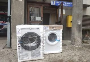 Ratownicy w Wadowicach dostali pralkę i suszarkę. Dlaczego to takie ważne w czasie epidemii?