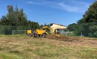Rozpoczęła się budowa nowego orlika w Choczni