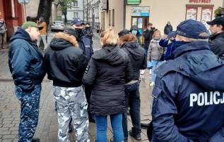 W październiku zeszłego roku policja zatrzyamał 88 osób na proteście w Andrychowie za brak maseczek Sąd w Krakowie uznał takie działania za bezprawne
