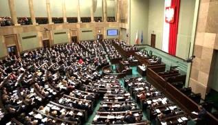 """Sejm uchwalił nowe przestępstwo... """"znieważanie i pomawianie dobrego imienia Polski"""""""