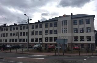 Od września w tym budynku będzie działać tylko jedna podstawówka