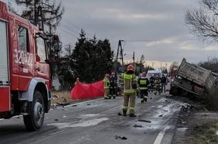 Straszny wypadek pod Przytkowicami. Zderzyły się ciężarówka i auto osobowe
