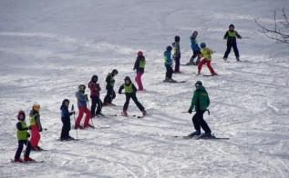 Dzieciaki będą uczyć się jedźcić na nartach