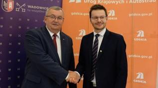Podpisanie porozumienia pomiędzy rządem, a miastem, okazało się strzałem w dziesiątkę. Na zdjęciu minister Andrzej Adamczyk i burmistrz Bartosz Kaliński