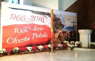Dekoracja okolicznościowa otarza kościoła św. Piotra Apostoła w Wadowicach