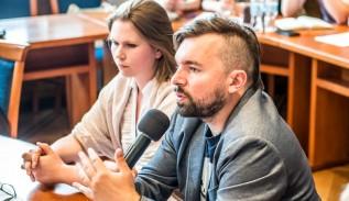 Rządzący Wadowicami burmistrz Mateusz Klinowski i wiceburmistrz Ewa Całus podpisali umowy z prawnikami na łączną sumę 1.217.198 zł.