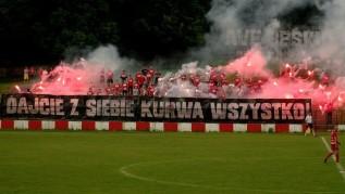 Młyn Ultrasów na stadionie Beskidu