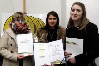 Karina Zawilska, Klaudia Pająk oraz Monika Zajączkowska - uczennice klasy IV C Technikum Obsługi Turystycznej