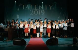 """W naszych okolicach mamy naprawdę uzdolnioną młodzież. Kto dostał """"Talent 2019""""?"""