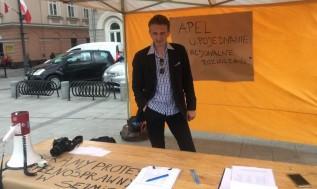 Piotr Kucharski zachęcał do podpisywania się pod apelem do premiera
