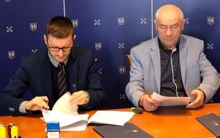 Burmistrz Bartosz Kaliński i Franciszek Fryc podpisali umowę na przebudowę ulicy Lwowskiej