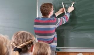 Potrzeba więcej pieniędzy na wypłaty dla nauczycieli