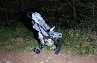 Wózek dziecięcy pozostawiony na szlaku