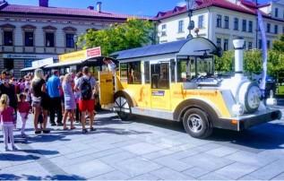 Wycieczki ciuchcią po Wadowicach bardzo popularne. Darmowe wtorki oblegane