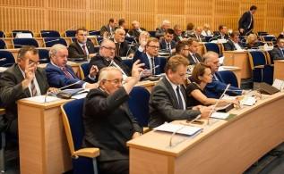 Radni PIS już od 16 lat zasiadają w Sejmku w ławach opozycji.