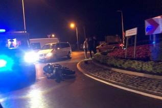 Wypadek na rondzie w Wadowicach. Poturbowany został motocyklista