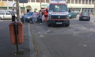Wypadek z udziałem rowerzysty na ulicy w Andrychowie. Ranny zabrany do szpitala