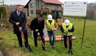W Kleczy Dolnej rozpoczęła się budowa kanalizacji