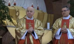 Ksiądz proboszcz tadeusz Kasperek i ksiądz administrator Jan Dziubek